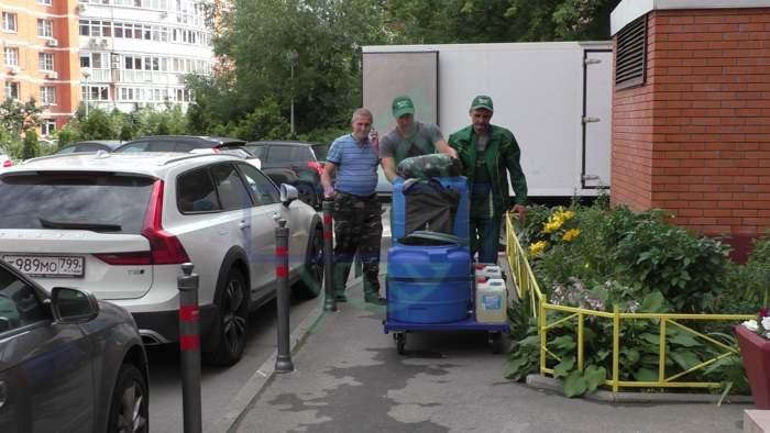 Как чистят мусоропровод