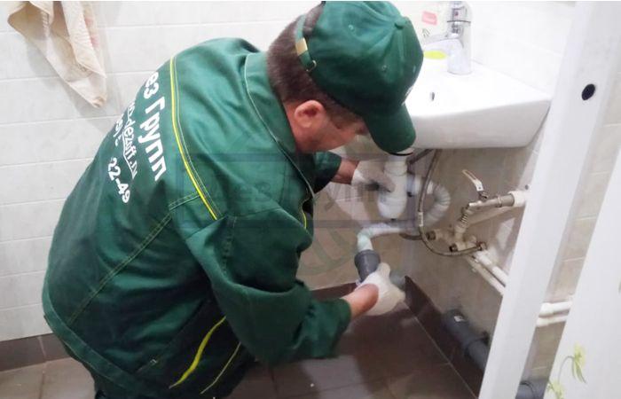 Как устранить засор в канализационной трубе